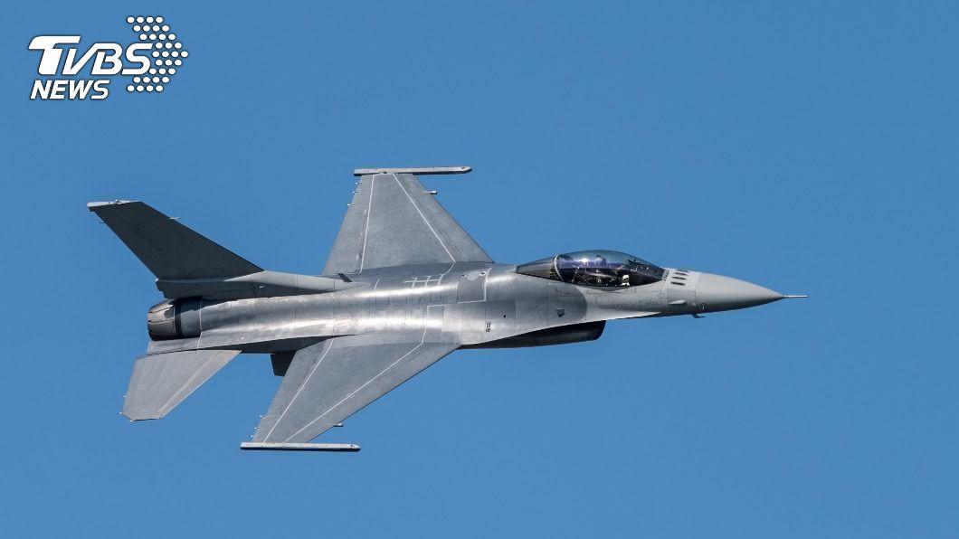 F-16戰鬥機。(示意圖/shutterstock達志影像) 飛行訓練誤認目標!男上班遭「F-16戰機爆頭」慘死