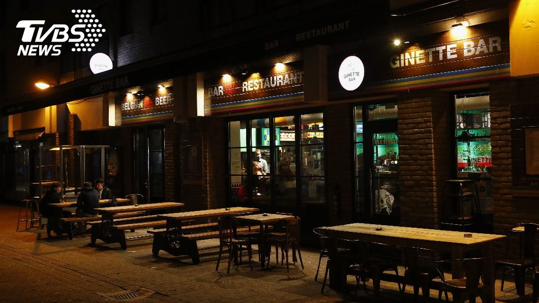 比利時為遏制疫情擴散,全國餐廳酒吧關閉一個月並實施宵禁。(圖/達志影像路透社) 比利時疫情「最高警報」 實施宵禁、關閉餐廳酒吧