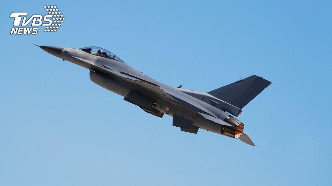 美國承包商郝爾布魯克車輛誤成目標,遭F-16戰機飛行員意外擊殺。(示意圖/shutterstock 達志影像) 意外成箭靶!男遭F-16爆頭亡 超高額賠償金曝光