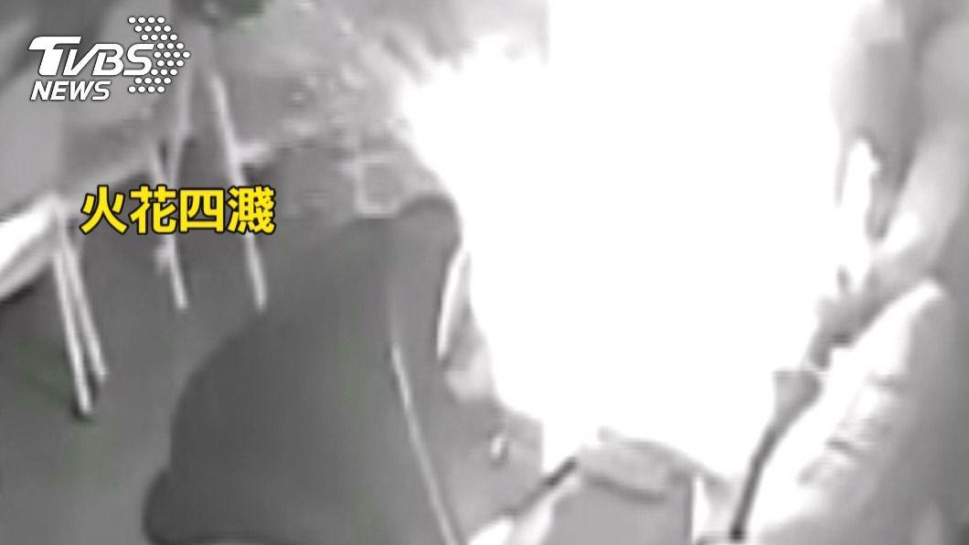 嚇死!暗夜火燒客廳 隨身果汁機「充電爆炸」