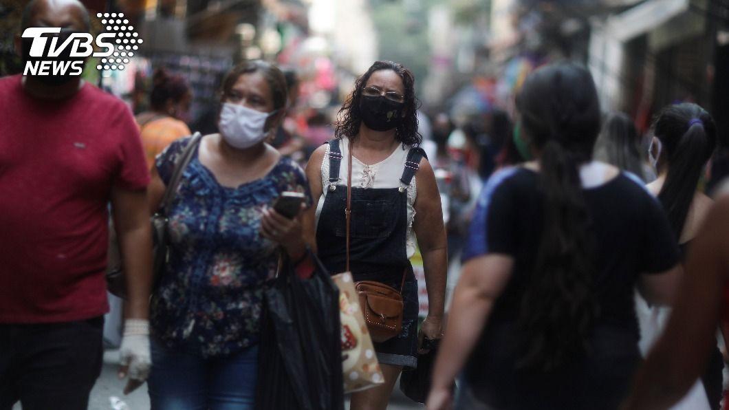巴西24小時新增近2萬5千人確診,461人染疫亡。(圖/達志影像路透社) 巴西確診數破522萬僅次美國 增461人染疫亡
