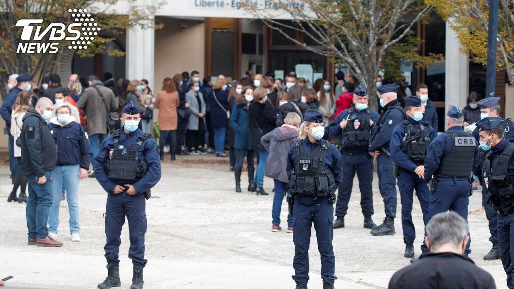 法國一名老師因展示穆罕默德漫畫遭斬首,也表示校園學術自由遭到威脅。(圖/達志影像路透社) 法教師秀穆罕默德漫畫遭殺 極端伊斯蘭恐滲透校園