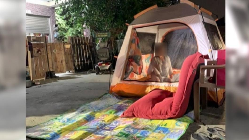 網友分享,台南接連發生地震後他手刀搭完帳篷。(圖/翻攝自我是新營人) 921餘悸猶存!台南連震後 「超前部署」被讚爆