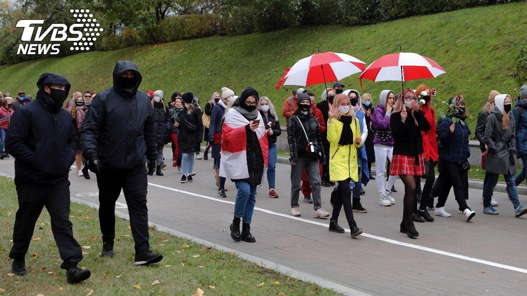 白俄羅斯反對派無視當局威脅再發起遊行示威,要求強人魯卡申柯下台。(圖/達志影像美聯社) 白俄反對派無視威脅再示威 警揚言動用致命武器