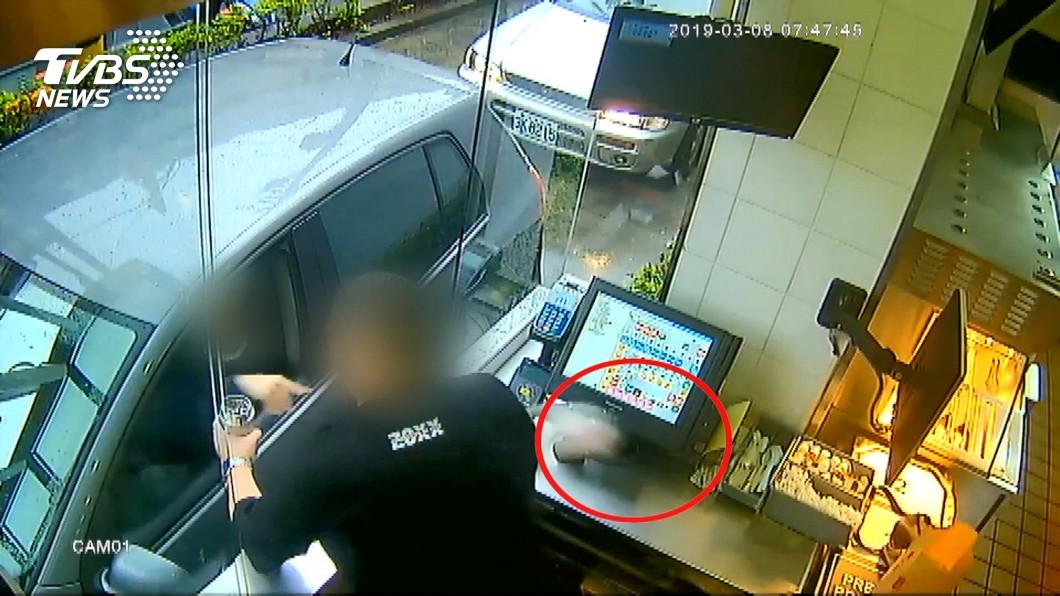 女子對業者丟漢堡 被判拘役還得賠4.7萬