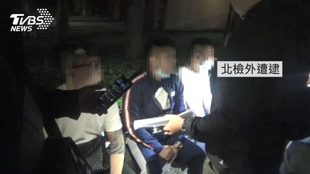 「以為能交保」!關心潑穢嫌 3共犯北檢前遭逮