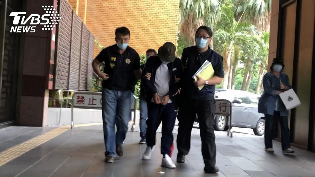 圖/中央社 「保護傘」挺港遭潑糞 3嫌複訊後北檢聲押禁見