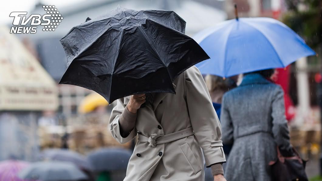 沙德爾增強為中颱。(示意圖/shutterstock達志影像) 「沙德爾」增強為中颱!對流爆發雨狂炸 週末天氣一次看