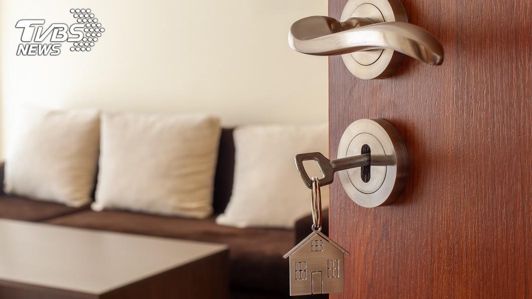 買房示意圖/shutterstock達志影像 「40年房貸」輕鬆買屋?高嘉瑜:年輕人恐淪終生房奴