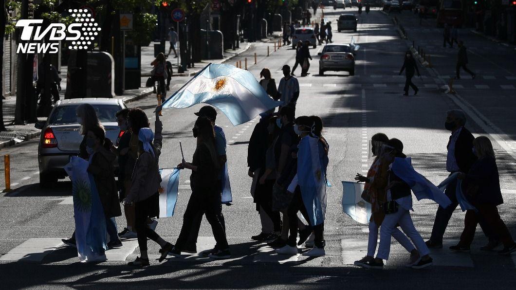 阿根廷確診突破100萬例。(圖/達志影像路透社) 全球第5國確診破百萬例 阿根廷病毒檢出率逾60%