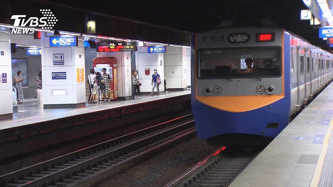 (示意圖/TVBS資料畫面) 錯過終點站「下車走鐵軌」遭撞 男斷9肋骨告贏台鐵