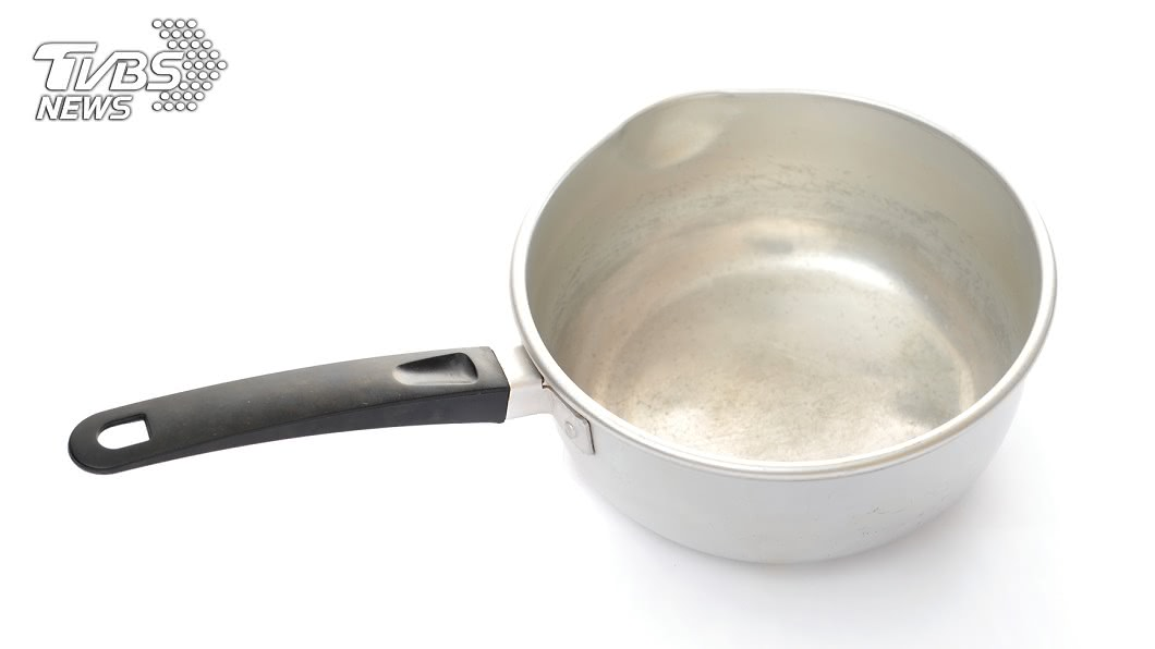 專家表示,目前沒有證據表明鋁元素與阿茲海默症有直接關聯。(示意圖/shutterstock 達志影像) 「鋁鍋」害老年癡呆? 專家闢謠:至少吃1/10才達標