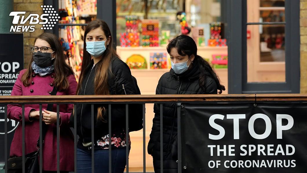 英國將執行「人類挑戰」計畫加速疫苗研發。(圖/達志影像路透) 英國公布人類挑戰計畫 徵志願者「故意染疫」加速疫苗研發
