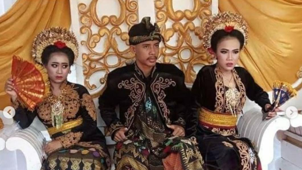 年僅18歲新郎艾哈邁高職還未畢業,就娶了2位妻子。(圖/翻攝自makassar_iinfo IG) 18歲高中生沒畢業連娶2嬌妻 大老婆無奈、母昏倒