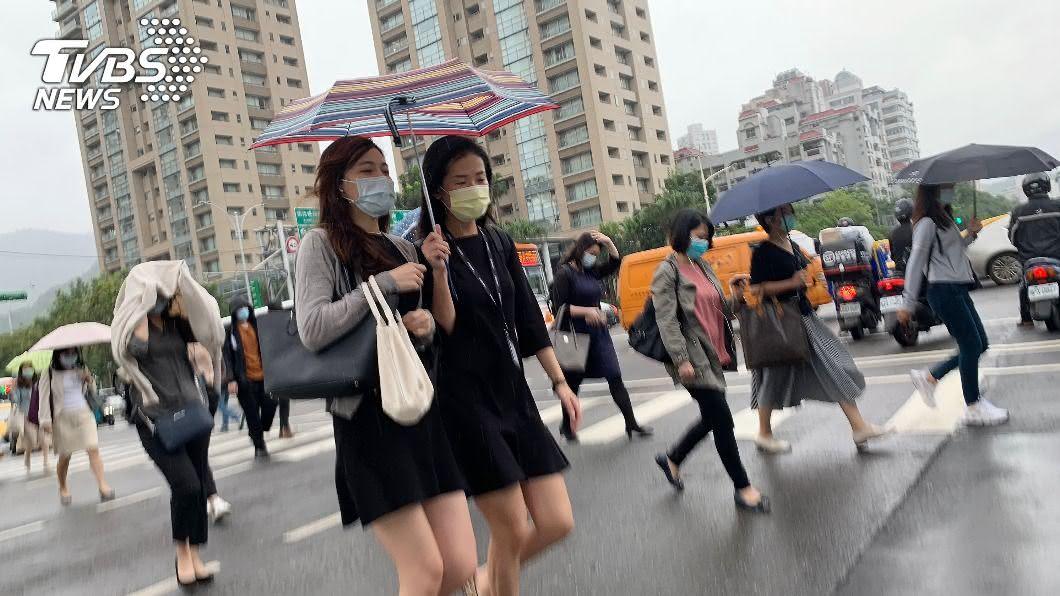 (圖/中央社) 共伴效應發威北部、東半部有雨 週五白天雨勢減緩