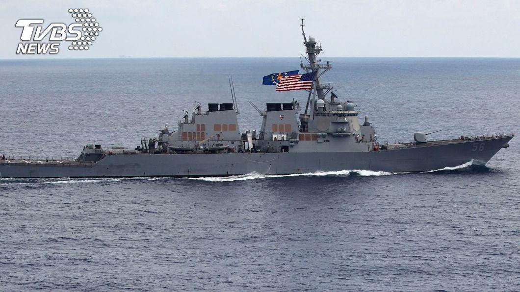 美軍勃克級飛彈驅逐艦馬侃號參與演習。(圖/達志影像美聯社) 美日澳軍艦南海演習 2020年第5度聯手護印太