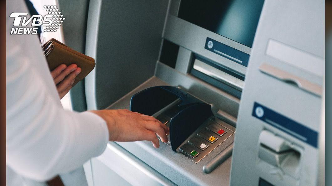 (示意圖/shutterstock達志影像) ATM吃錢!2萬存款消失 汐止媽哽咽:家還有2孩