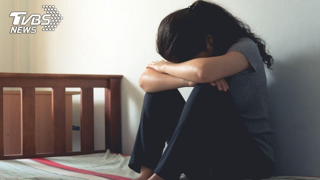37歲辣媽交往小男友遭兒反對。(示意圖/Shutterstock達志影像) 男友與兒同齡!辣媽交往嫩男遭反對 持刀刺死21歲兒