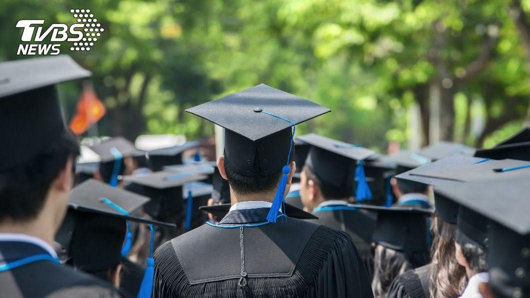 不少人認為從博士班畢業後的職缺太少。(示意圖/shutterstock達志影像) 碩士、博士哪個好?過來人狂勸「1關鍵」工作難找
