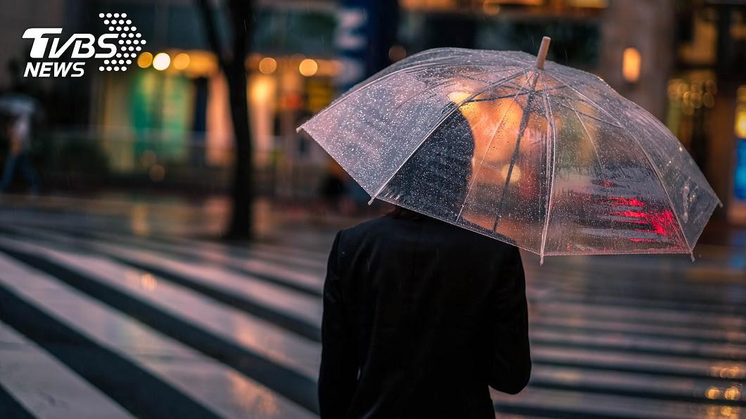 (示意圖/shutterstock達志影像) 沙德爾恐轉中颱 今晚雨區擴大「豪雨狂甩3地區」