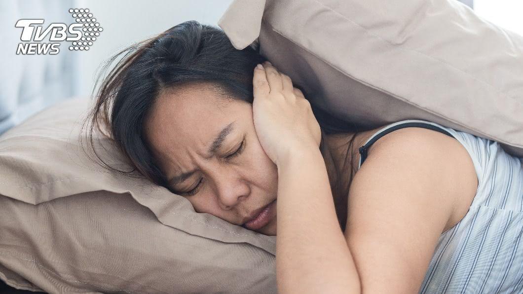 英國一名婦人遭受鄰居叫聲打擾。(示意圖/Shutterstock達志影像) 太激烈!鄰居每晚傳「銷魂叫聲」 婦投訴遭回:無法可管