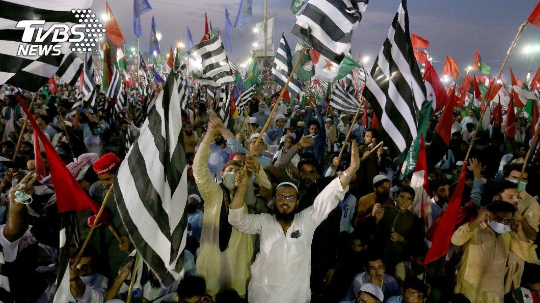 巴基斯坦反對黨發動一系列全國示威活動。(圖/達志影像美聯社) 巴基斯坦反對黨發動全國示威 引發軍警交戰