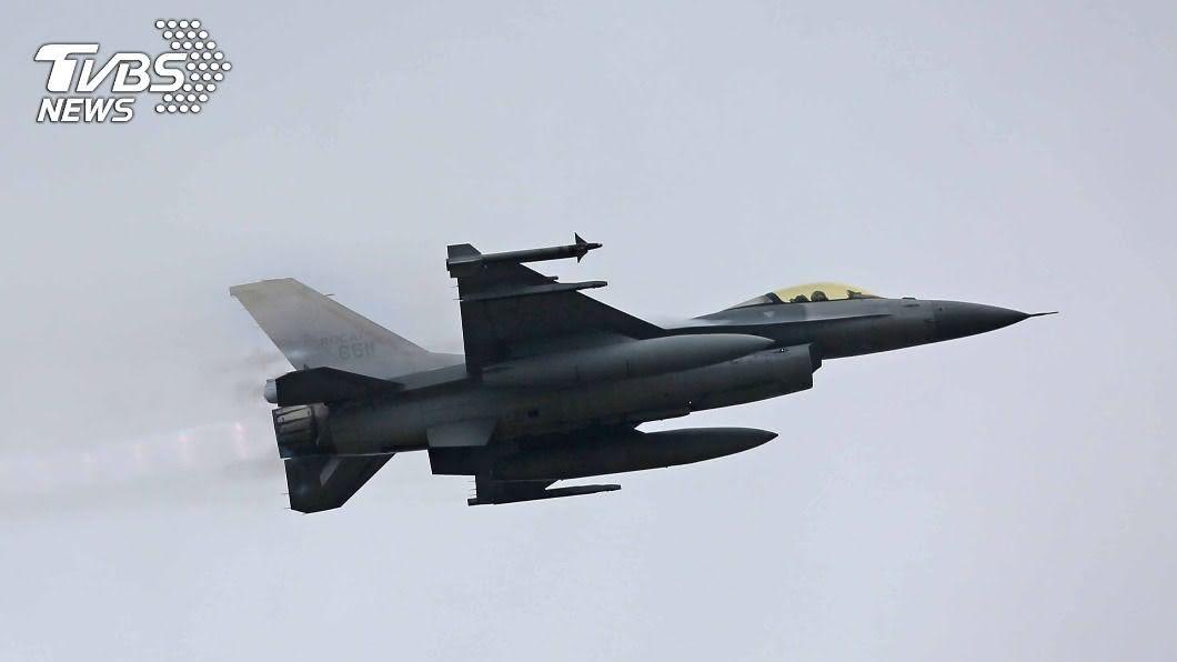 美宣布3筆對台軍售案,圖為F-16戰機。(圖/中央社) 美宣布對台3軍售 府:捍衛台海和平更具信心
