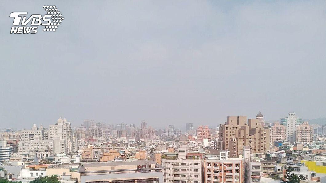 (圖/中央社) 入秋首波霾害23日報到 環保署:空氣品質亮橘燈