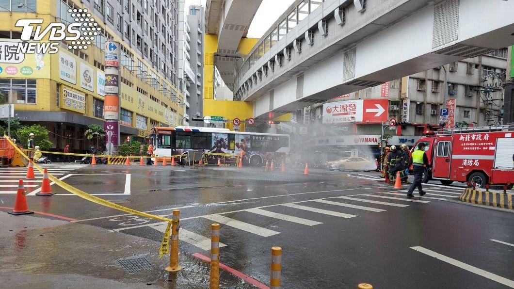 (圖/中央社) 新北中和瓦斯漏氣 四路段封閉尋找洩漏點