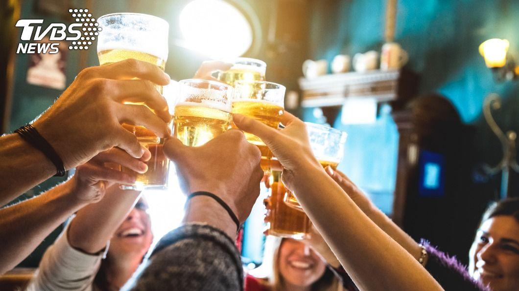 在台灣半數國人有「酒精不耐症」。(示意圖/shutterstock 達志影像) 喝酒搏感情?半數國人「酒精不耐症」 3大陋習恐罹癌