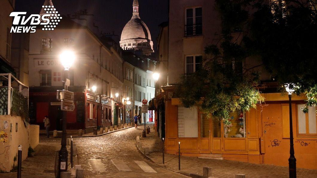 法國把原先在9個城市實施的宵禁防疫措施擴大到國內大片地區。(圖/達志影像路透社) 法國直逼100萬染疫病例 擴大宵禁影響4600萬人