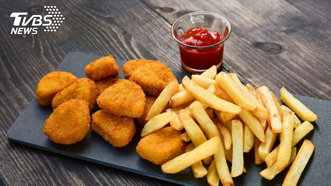 多間速食店推出優惠好康。(示意圖/shutterstock達志影像) 「買1送1」又來了! 麥當勞祭大薯、雞塊免費優惠券