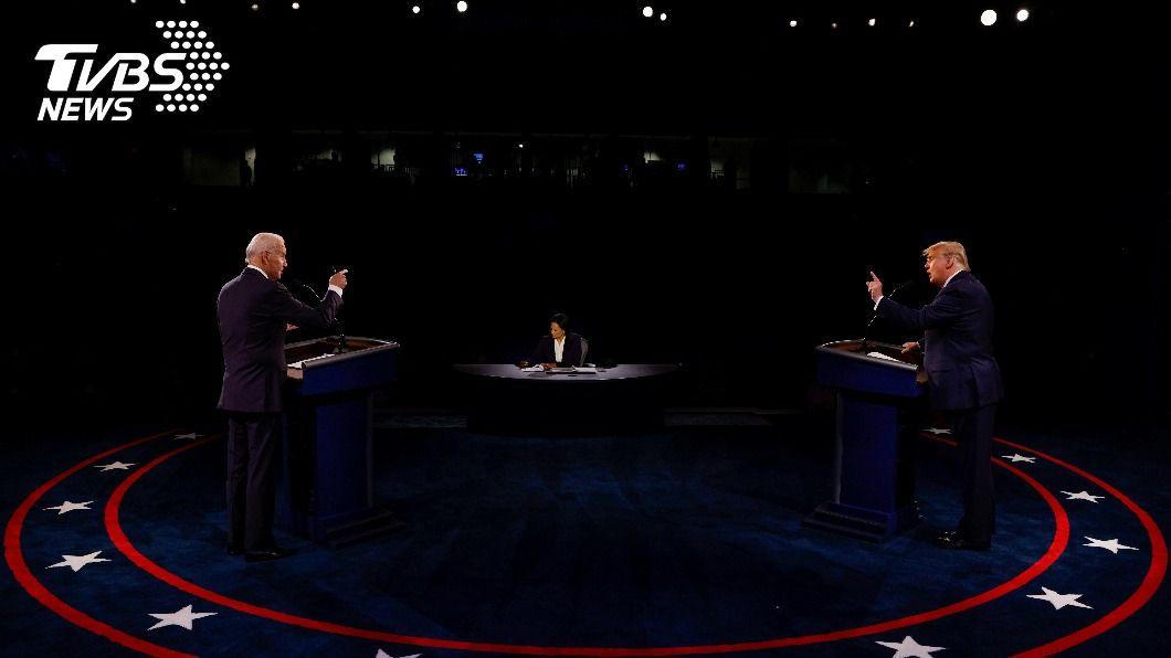 總統大選前最終辯論會。(圖/達志影像路透社) 川普猛咬「電郵門」 拜登陣營譏:絕望可悲的鬧劇