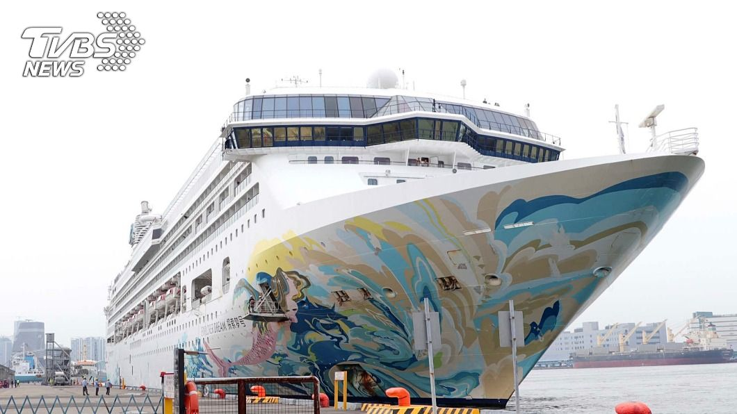 探索夢號停泊高雄港。(圖/中央社) 疫後全球最長「藍色公路」 環島郵輪首航