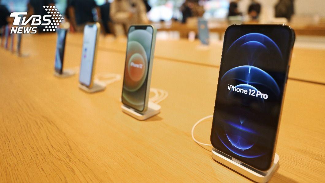 蘋果iPhone 12系列手機。(圖/中央社) 蘋果擠下三星 睽違4年登全球智慧手機龍頭寶座