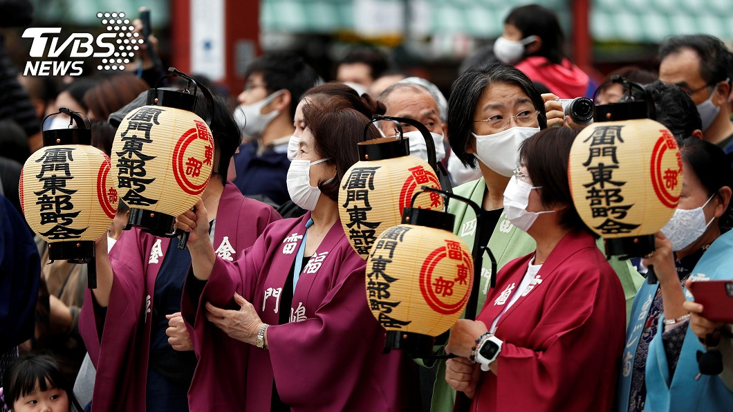 日本政府盼延長新年假期,增加企業員工放假彈性。(圖/達志影像路透社) 分散染疫風險 日本新年假期擬延長1週