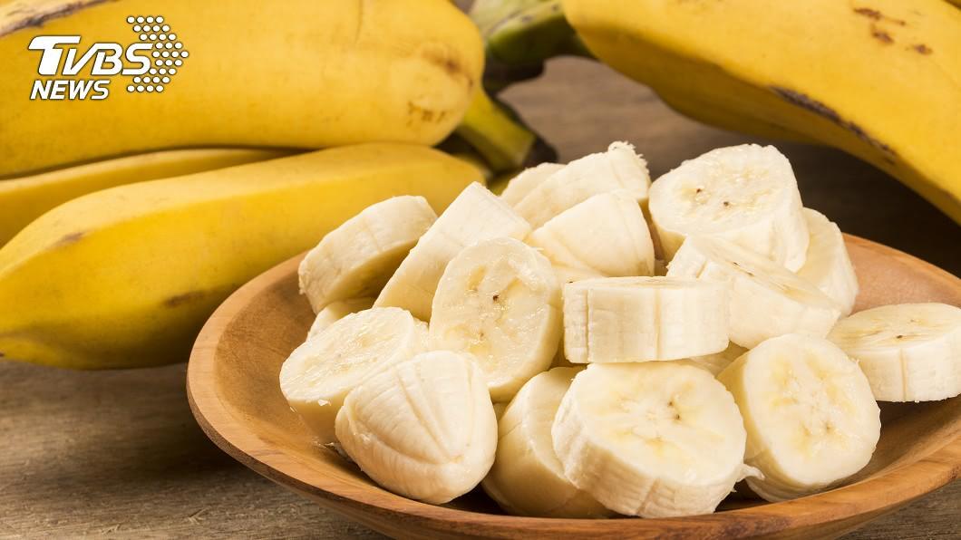 香蕉示意圖。(圖/shutterstock達志影像) 香蕉放久營養大不同 營養師揭「此天吃熱量最低」
