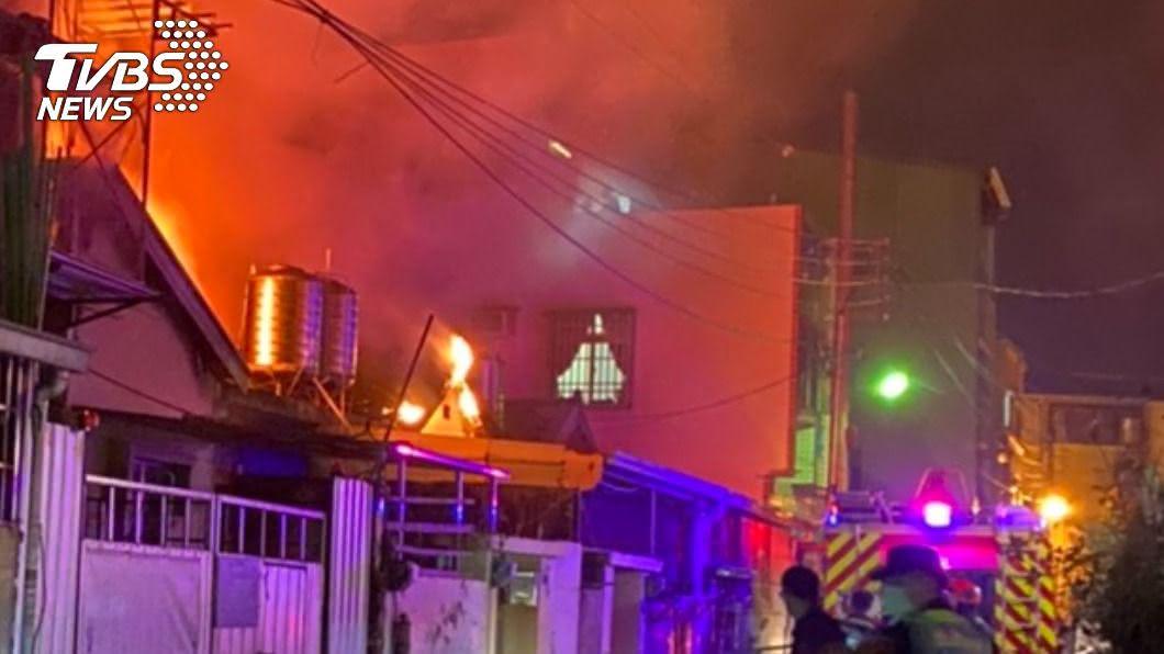 台中大雅火警。(圖/TVBS) 中市大雅民宅竄火 女臥病在床難逃慘死