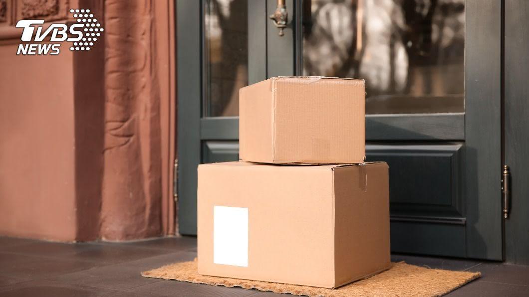 女子在網上透露老公把全新包裹直接回收。(示意圖/shutterstock 達志影像) 粗心尪被「紙箱」絆倒順手回收 她得知真相怒了