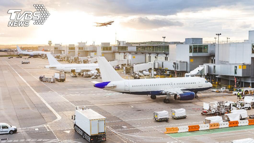 卡達哈馬德國際機場日前發現一名棄嬰。(示意圖/shutterstock 達志影像) 嬰遭棄機場廁所 女乘客竟被迫脫衣檢查下面