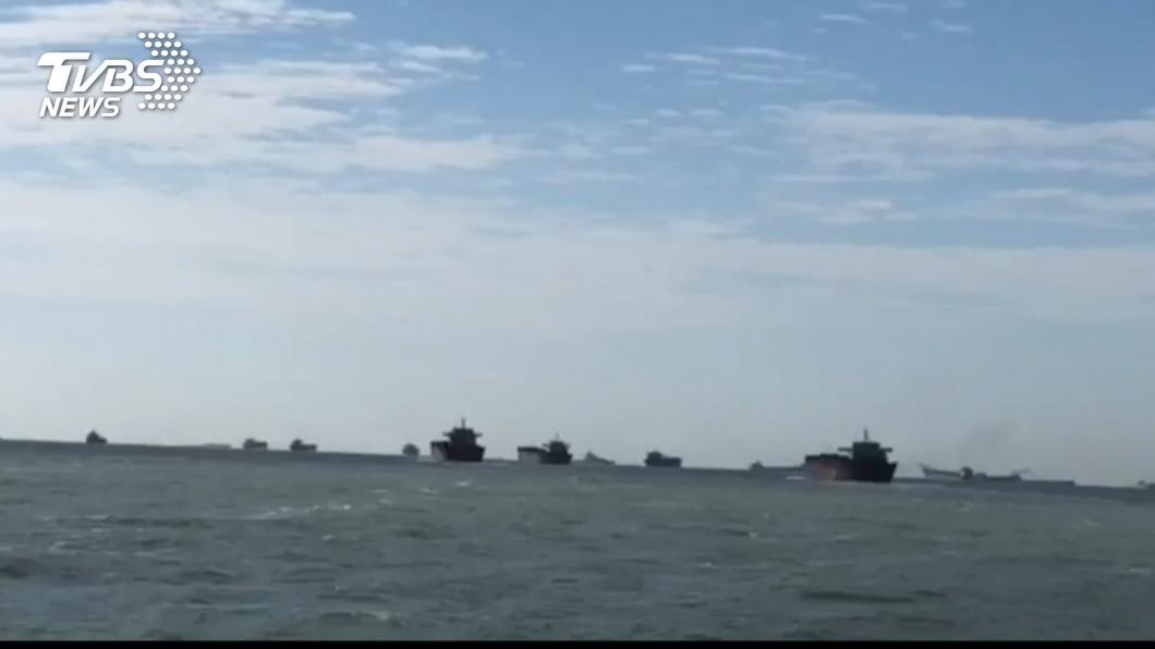 馬祖海域近日出現大批中國大陸抽砂船。(圖/TVBS) 大陸抽砂船橫行馬祖海域 國台辦:民眾擔憂事出有因