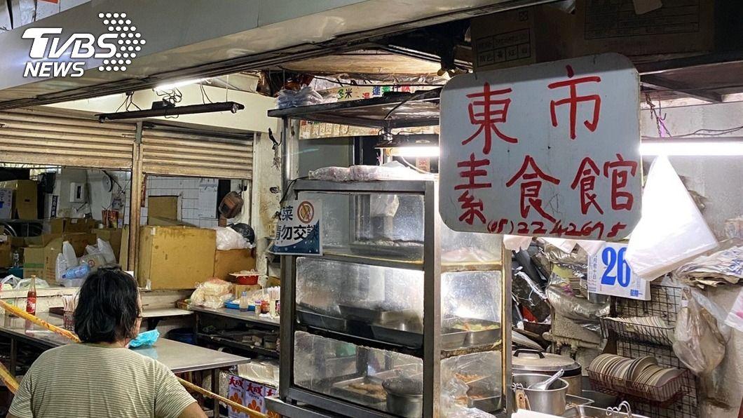 (圖/中央社) 嘉義東市場頂樓磚塊掉落釀2傷 市府檢討包商責任
