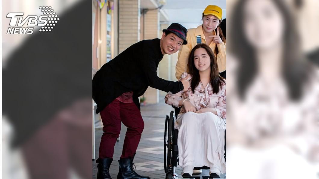 陳凱倫(圖左)邀張瓊瑤及其愛女張語安出席活動。(圖/陳凱倫提供) 17歲女一摔不起竟罹罕病 女星崩潰:難以接受