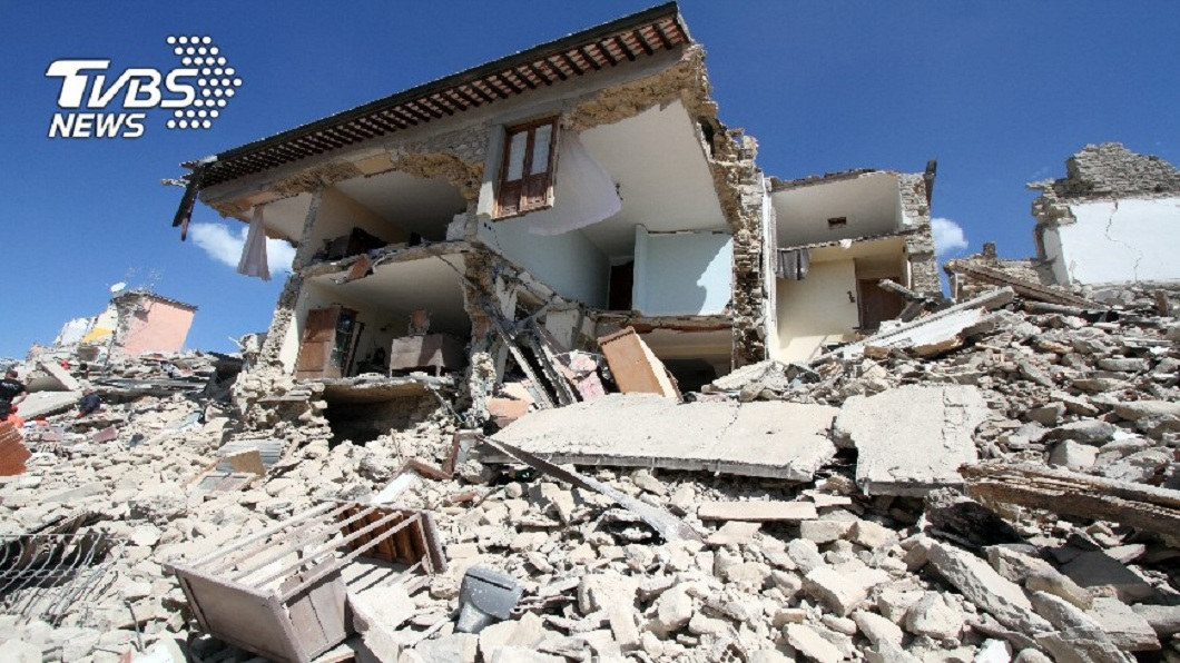 一家9口悼念親人 深夜房屋突倒塌5人睡夢中活埋身亡