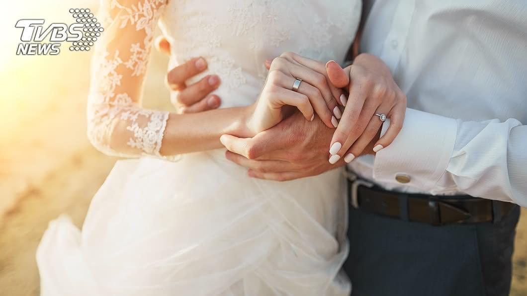 印度一對新人日前舉辦婚禮,但男女各自僅17和15歲(示意圖/shutterstock 達志影像) 4個月沒上學自認跟不上 15歲少女嫁給17歲男友