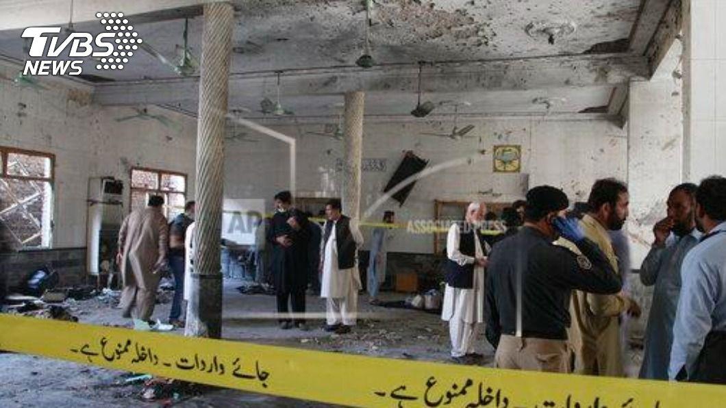 (圖/達志影像美聯社) 巴基斯坦白夏瓦爆炸事故 至少7死70多人傷