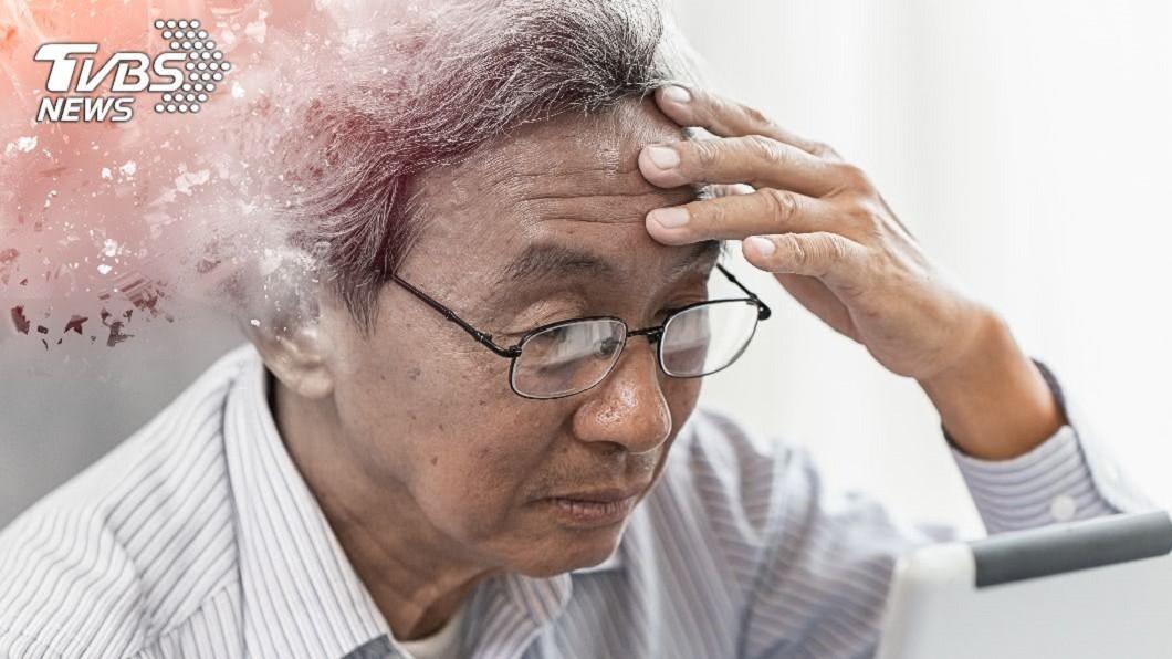 逾半數民眾誤以為「失智症是正常老化」,因此難以預防。(示意圖/shutterstock 達志影像) 逾半民眾誤認「失智=正常老化」 醫授9招及時預防