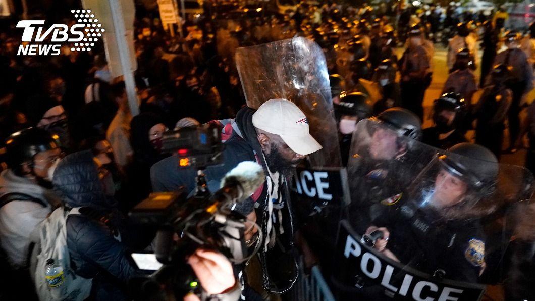 (圖/達志影像美聯社) 抗議警察殺非裔 費城示威第2夜場面火爆劫掠頻傳