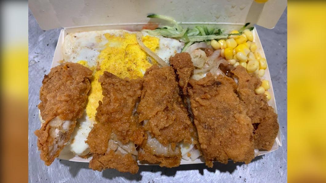 (圖/翻攝自「美食公社」) 50元早餐「滿到爆開」太澎湃 挑嘴男也被收服