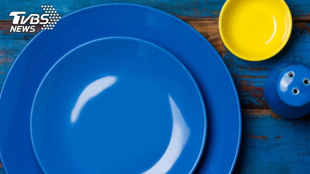 研究顯示,藍色餐具有抑制食慾的效果。(示意圖/shutterstock達志影像) 藍色餐具助減肥? 3瘦身冷知識有效降低食慾